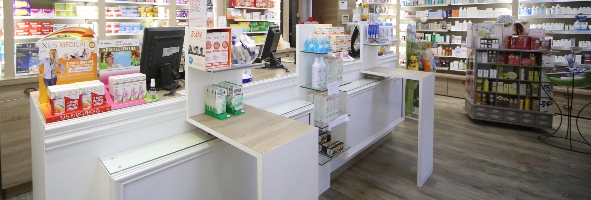 Agencement de la Pharmacie Centrale -